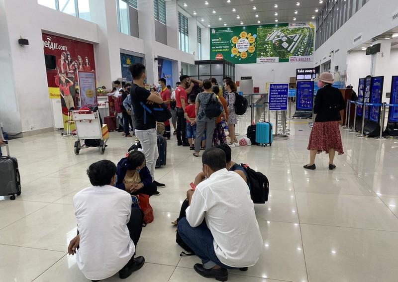 Sân bay Chu Lai đóng cửa trước giờ bão vào - ảnh 4