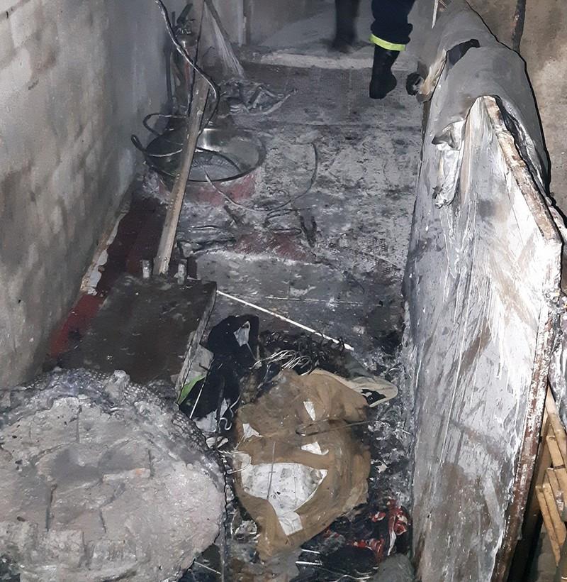 5 người mắc kẹt trong đám cháy căn nhà 3 tầng ở quận 8 - ảnh 2