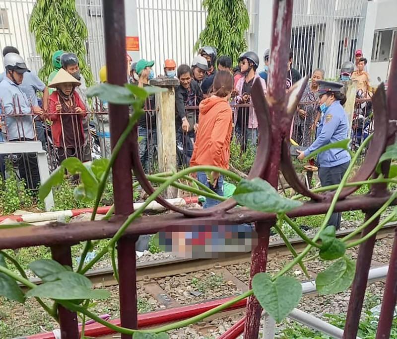 Nam thanh niên giao hàng bị tàu hoả tông ở Phú Nhuận - ảnh 1