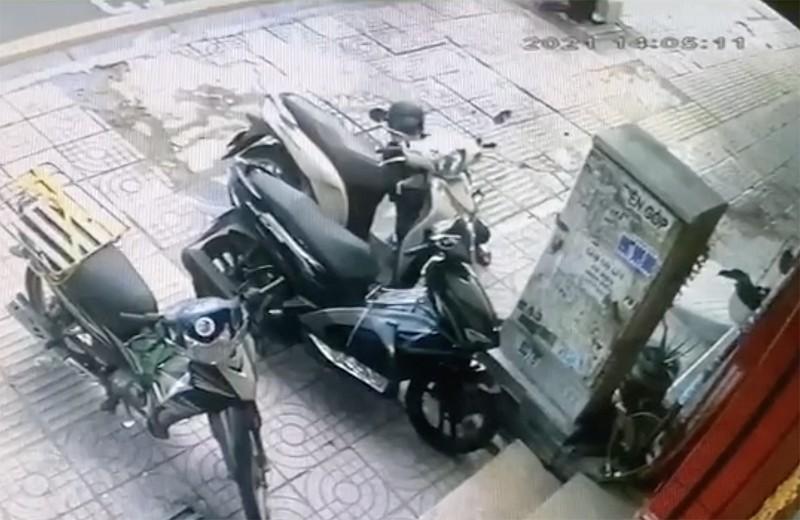 Tài xế công nghệ tông xe vào kẻ trộm xe máy ở Bình Thạnh - ảnh 1
