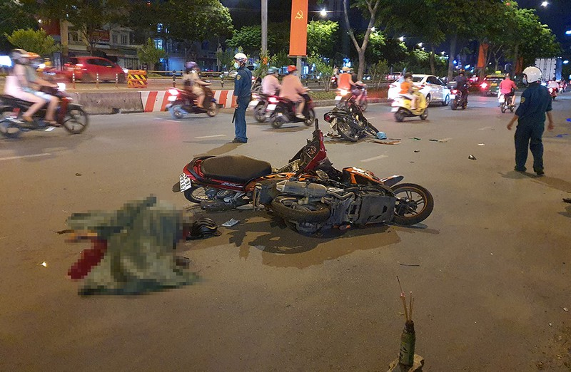 Nghi can cướp giật gây tai nạn ở Bình Thạnh tử vong - ảnh 1