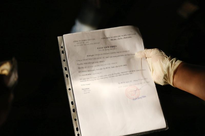 Áp dụng Chỉ thị 16: Xử phạt trường hợp lạm dụng giấy đi đường - ảnh 1