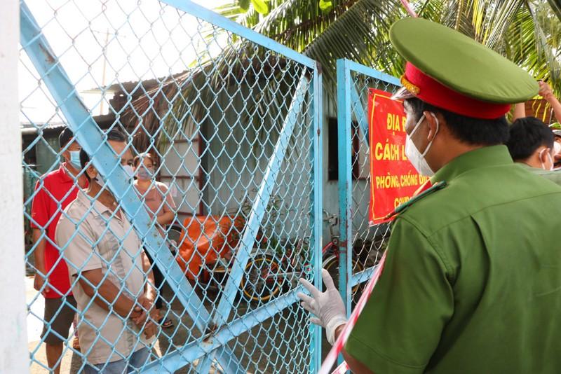 Công an Bình Thạnh trao 2.000 phần quà cho người gặp khó do dịch - ảnh 2