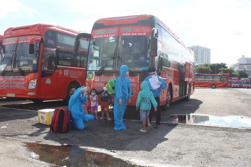 Ninh Thuận đón 237 phụ nữ mang thai, có con nhỏ ở TP.HCM về quê - ảnh 8