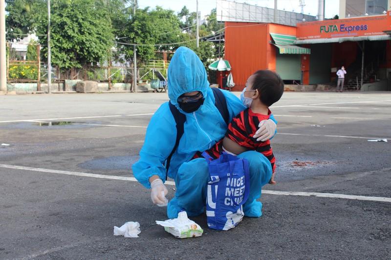 Ninh Thuận đón 237 phụ nữ mang thai, có con nhỏ ở TP.HCM về quê - ảnh 9