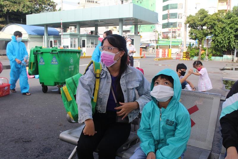Ninh Thuận đón 237 phụ nữ mang thai, có con nhỏ ở TP.HCM về quê - ảnh 2