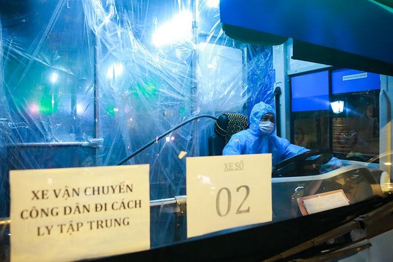 Cách ly tập trung trong đêm cả ngàn F1 ở chùm lây nhiễm Bệnh viện Việt Đức - ảnh 4