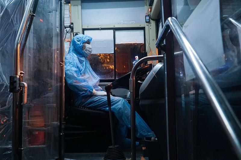 Cách ly tập trung trong đêm cả ngàn F1 ở chùm lây nhiễm Bệnh viện Việt Đức - ảnh 5