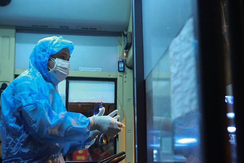 Cách ly tập trung trong đêm cả ngàn F1 ở chùm lây nhiễm Bệnh viện Việt Đức - ảnh 6