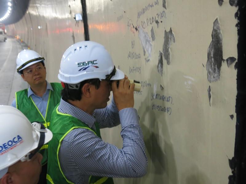 Bắt đầu kiểm tra vết nứt hầm Hải Vân - ảnh 1