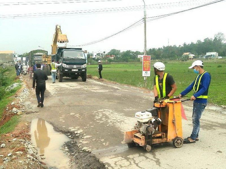 Dân phản đối sửa quốc lộ 40B - ảnh 1