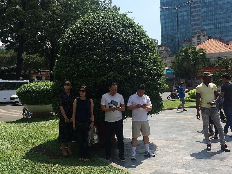 Người Sài Gòn chống chọi cái nắng đầu mùa - ảnh 3