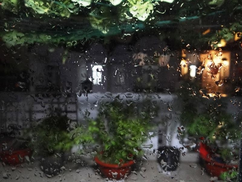 Sài Gòn đang nóng bất ngờ đổ mưa - ảnh 1