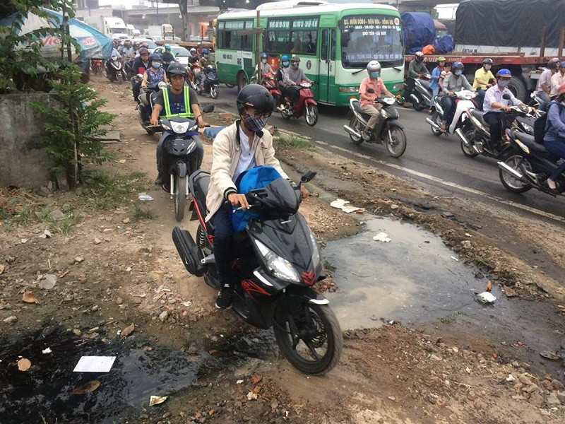 Xa lộ Hà Nội kẹt cứng, giao thông hỗn loạn - ảnh 2