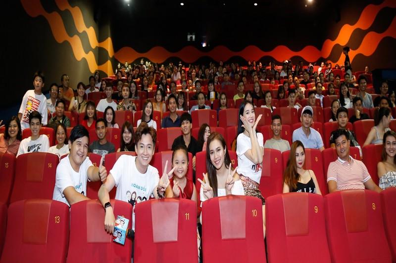 Nhã Phương và Ngô Kiến Huy cùng ekip giao lưu khán giả - ảnh 8