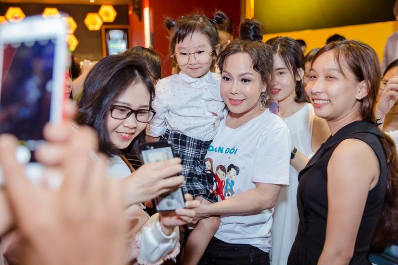 Việt Hương như gái đôi mươi đi giao lưu cùng fan hâm mộ - ảnh 7