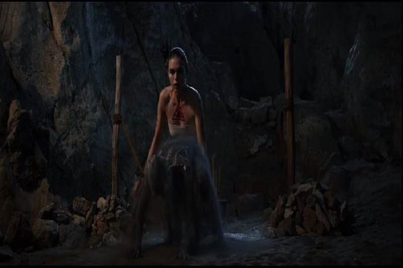 'Người tình quỷ ám' công bố trailer khiến khán giả rợn tóc gáy - ảnh 9
