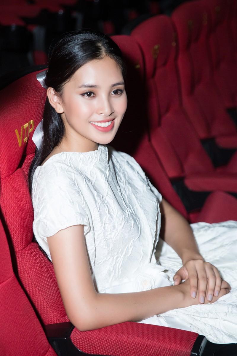 Hoa hậu Tiểu Vy hóa công chúa Disney tham gia ra mắt phim - ảnh 5
