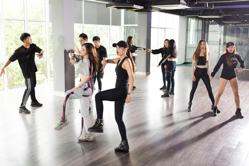 Hương Tràm và Dương Khắc Linh kết hợp trong ca khúc về showbiz - ảnh 2