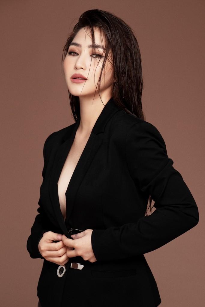 Hương Tràm và Dương Khắc Linh kết hợp trong ca khúc về showbiz - ảnh 1