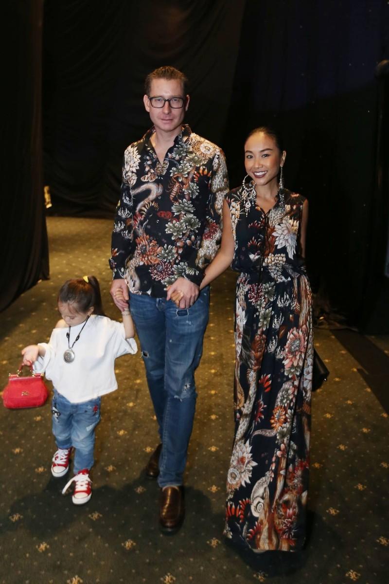 Gia đình Đoan Trang gây ấn tượng tại các thảm đỏ thời trang - ảnh 2