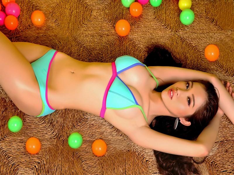 Bộ ảnh bikini triệu views giúp Nhật Hà nóng bỏng - ảnh 3