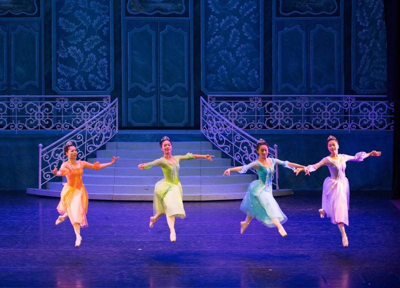 Sự trở lại mạnh mẽ của vũ kịch cô bé Lọ Lem - ảnh 2
