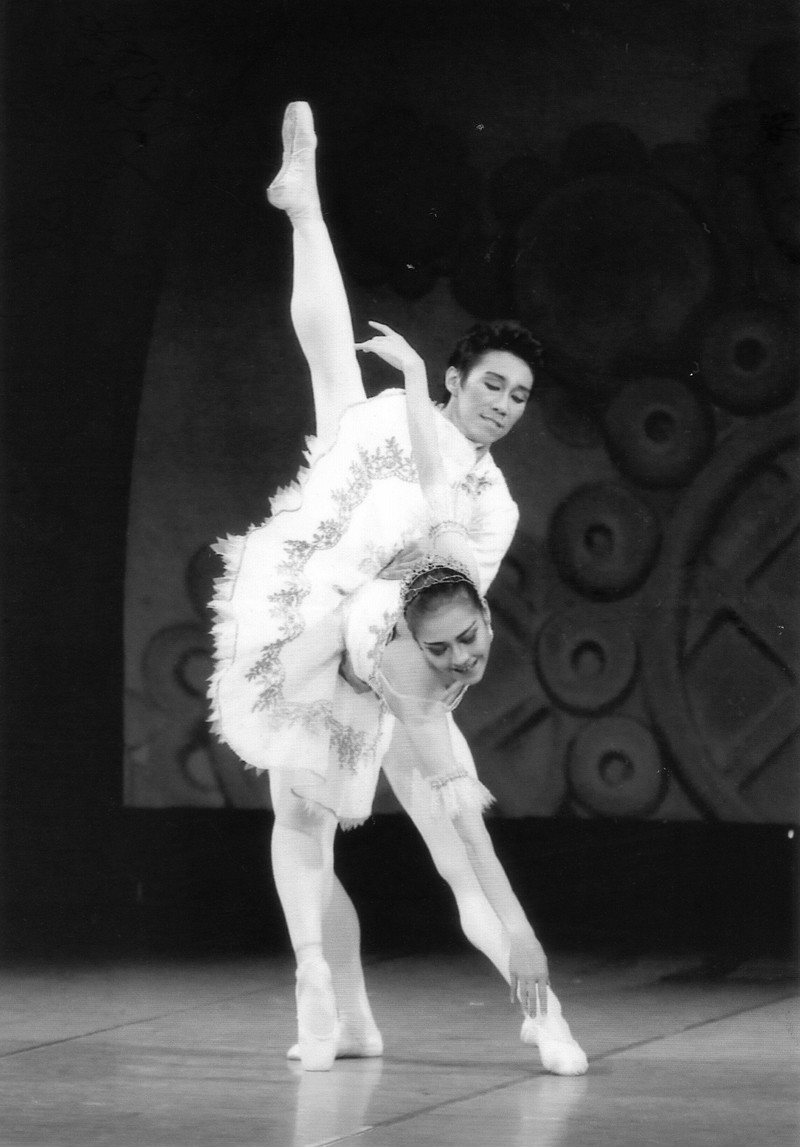 Sự trở lại mạnh mẽ của vũ kịch cô bé Lọ Lem - ảnh 3