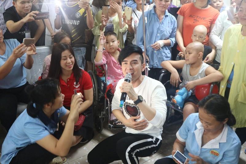 Đan Trường và Trung Quang san sẻ cùng bệnh nhân ung thư - ảnh 1