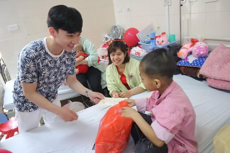 Đan Trường và Trung Quang san sẻ cùng bệnh nhân ung thư - ảnh 2
