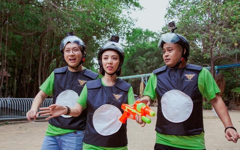 Thu Trang, Tiến Luật đua vào YouTube bằng đồ chơi súng nước - ảnh 3
