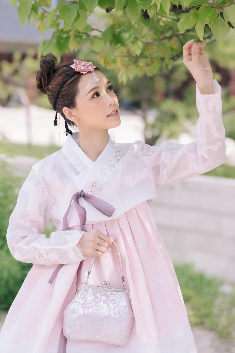 Sam 'thả thính' fan khi diện hanbok và hé lộ dự án phim mới - ảnh 1
