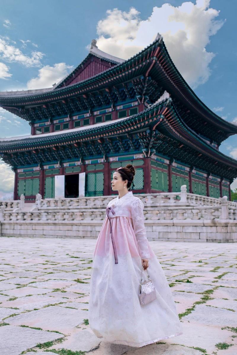 Sam 'thả thính' fan khi diện hanbok và hé lộ dự án phim mới - ảnh 5