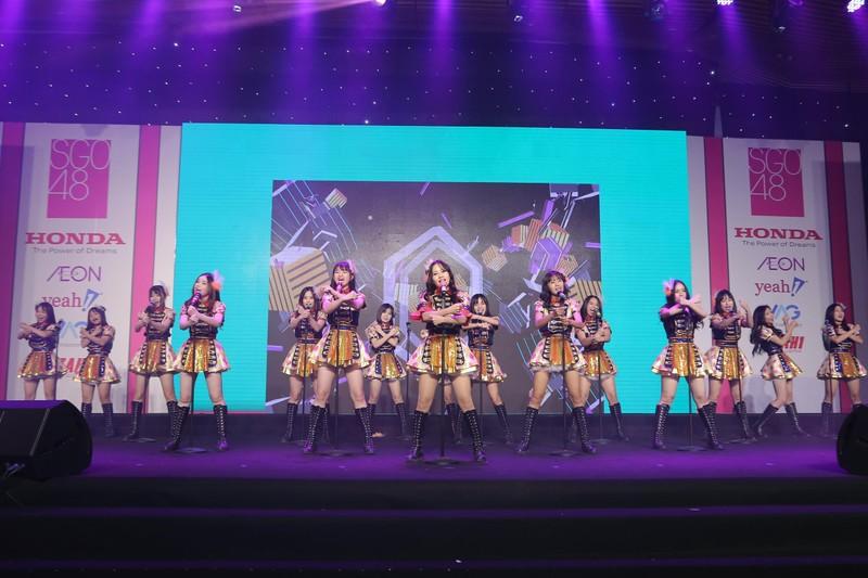 Nhóm nhạc teen nữ SGO48 chào khán giả với 16 cô gái - ảnh 5
