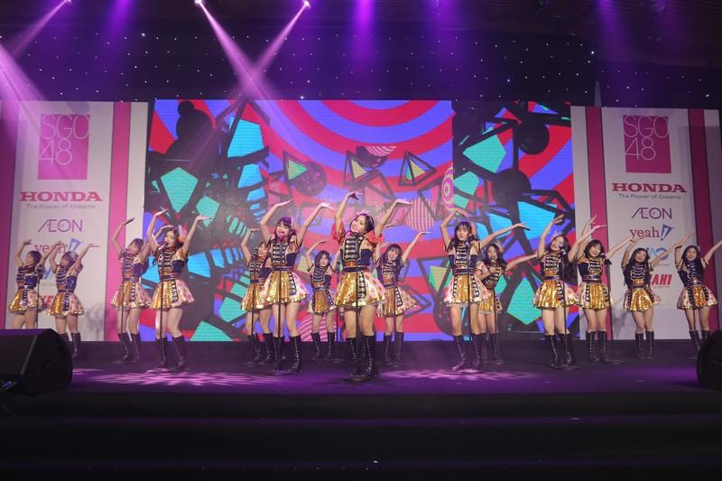 Nhóm nhạc teen nữ SGO48 chào khán giả với 16 cô gái - ảnh 1