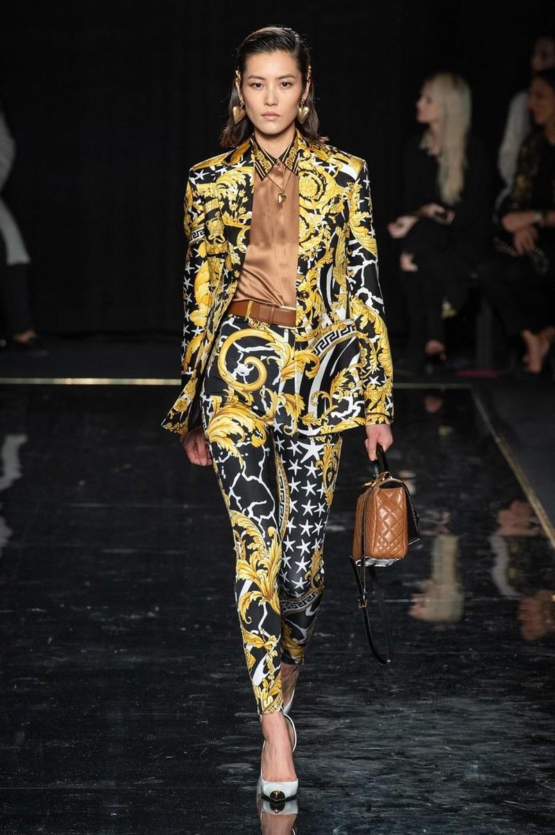 Huyền thoại Versace trở lại lộng lẫy qua BST thu đông 2019 - ảnh 4