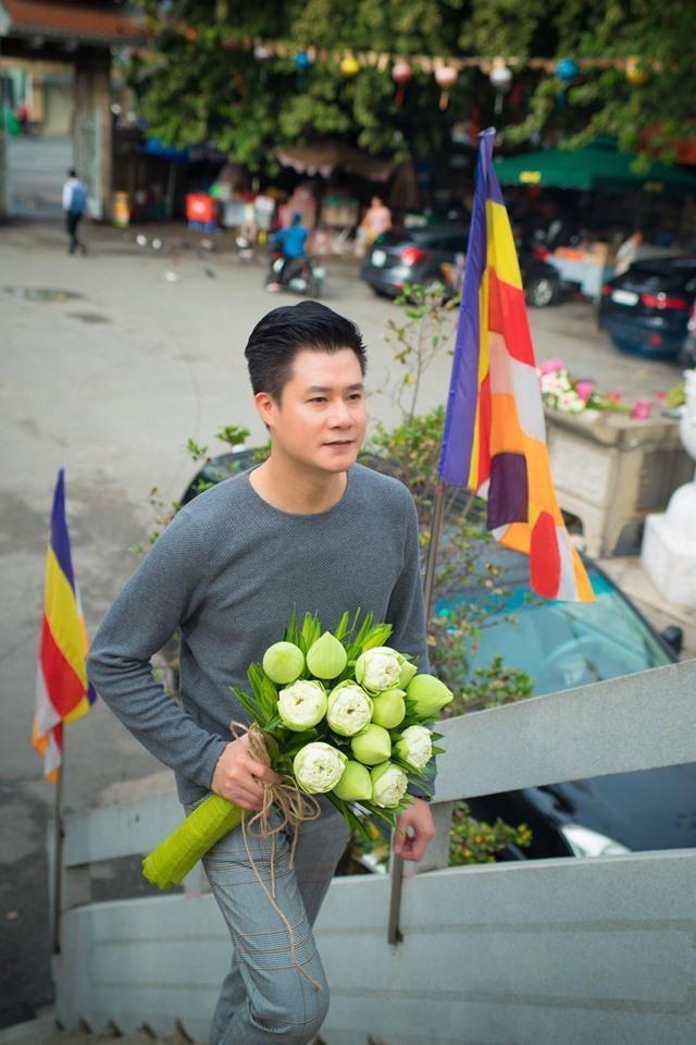 Ca sĩ Quang Dũng tặng chùa 15.000 album về mẹ nhân mùa Vu Lan - ảnh 3
