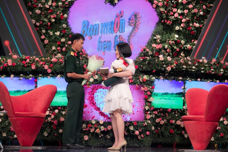 Quyền Linh,Nam Thư bối rối khi chàng thiếu úy bất ngờ khóc - ảnh 2
