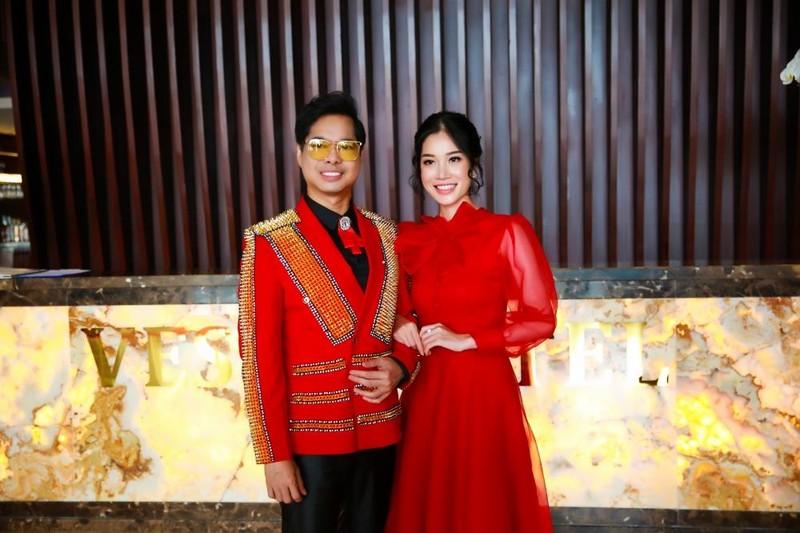 Ngọc Sơn cùng 'cô dâu' bí mật quay hình tại Nha Trang - ảnh 4