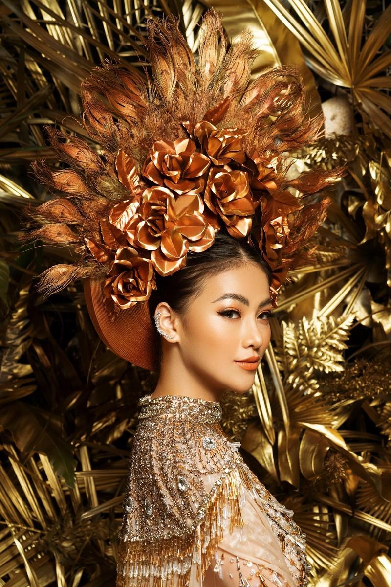 NTK Linh San khiến thế giới 'nể' với bộ quốc phục huyền thoại - ảnh 3