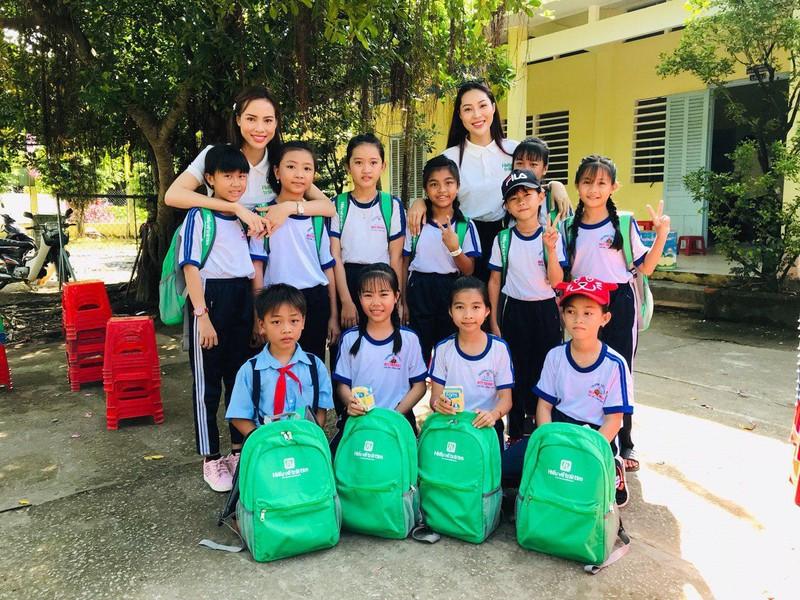 Hoa khôi và á khôi áo dài Việt Nam về miền Tây vui trung thu - ảnh 7