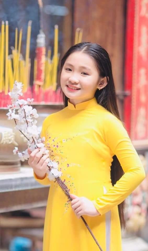 Ngọc nữ dân ca nhí Dương Nghi Đình hát hit của Cẩm Ly - ảnh 1