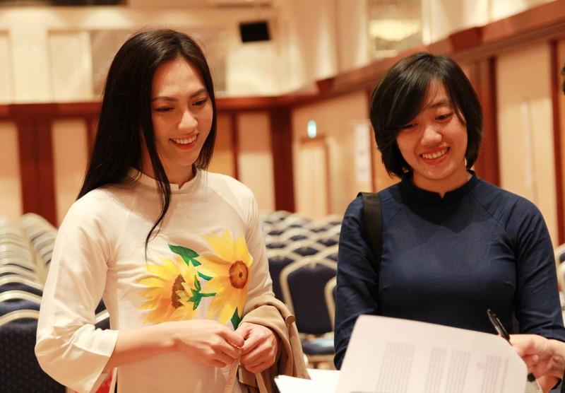 Phương Anh Đào trở thành 'fan' của thống đốc trẻ nhất Nhật Bản - ảnh 3