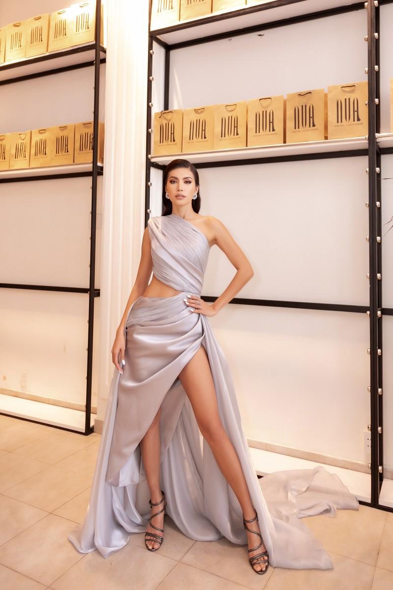 Hoa hậu Minh Tú sang chảnh trong váy xám casting người mẫu - ảnh 4