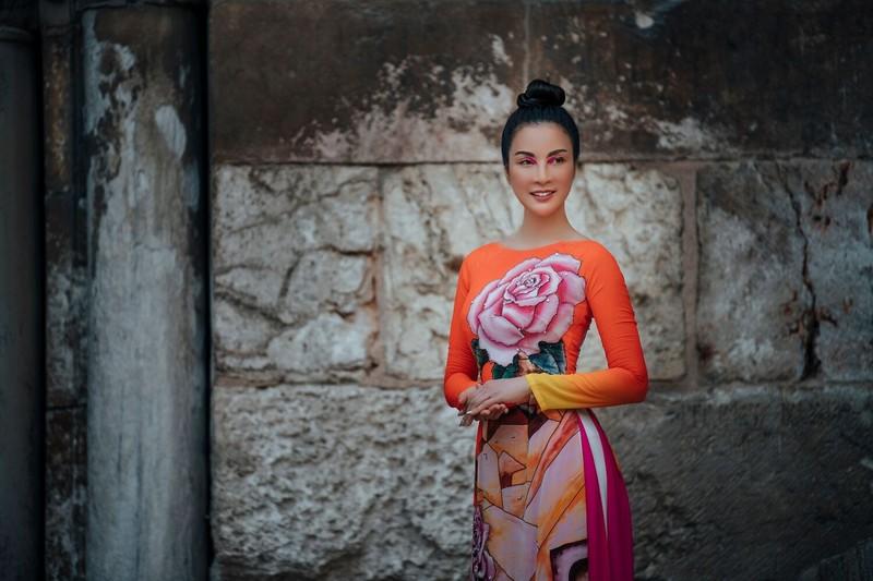 MC Thanh Mai khoe nhan sắc không tuổi với áo dài tại Israel - ảnh 2