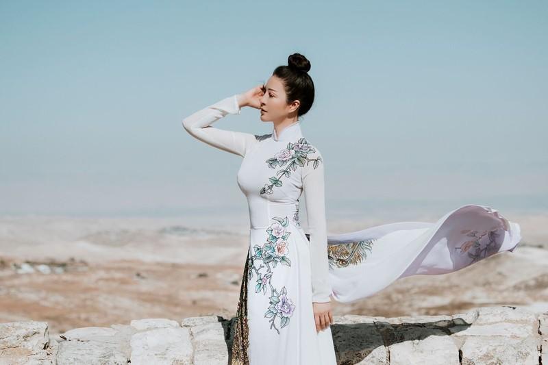 MC Thanh Mai khoe nhan sắc không tuổi với áo dài tại Israel - ảnh 1