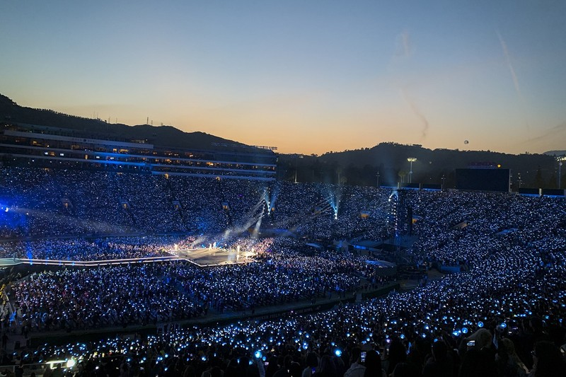 Hé lộ doanh thu khổng lồ mà nhóm BTS mang lại từ các concert - ảnh 2