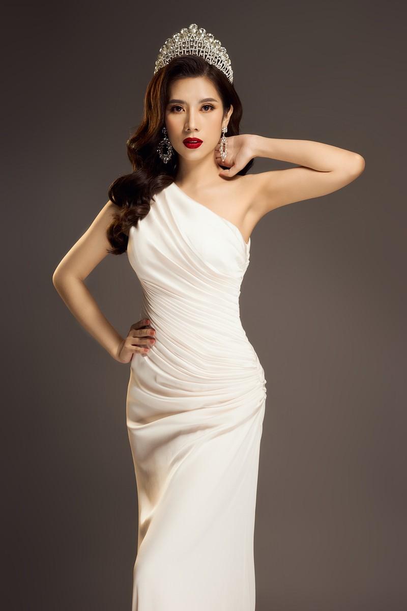 Hoa hậu Dương Yến Nhung sau khi đăng quang tiếp tục gây sốc - ảnh 3