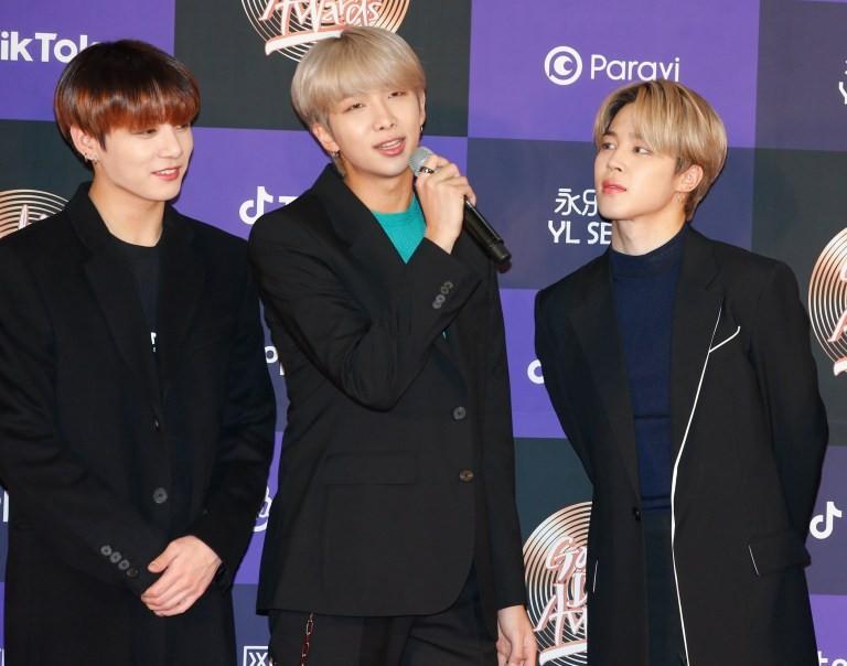 BTS là nhóm nhạc đầu tiên sở hữu 2 giải thưởng lớn trong 1 năm - ảnh 1
