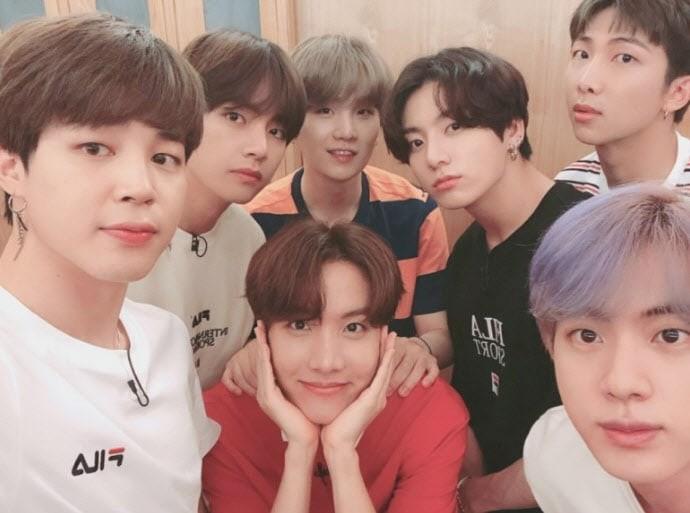 Bộ micro của ban nhạc BTS được bán với giá 'khủng' - ảnh 1